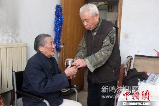 """七旬老人照顾岳母20载岳母为减负""""私逃""""养老院"""